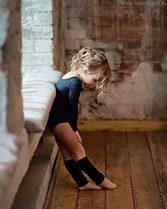 """#dance#dancerforlife#balletart#balletfoto#fotoballet#balletdreams#daydreaming#daydreamer#girls#girlsareawesome#littlegirlsrock#baile#bailão"" Ballet Dancers, Ballet Shoes, Dance Project, Under The Shadow, Sport Gymnastics, Modern Dance, Just Smile, Just Dance, Children Photography"