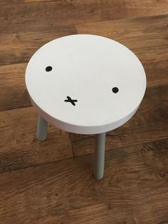 Easy DIY Miffy stool using a vintage wooden stool and some paint Girl Room, Baby Room, Deco Kids, Miffy, Scandinavian Style Home, Fashion Room, Kids Furniture, Diy For Kids, Kids Bedroom