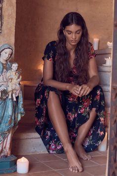 Spanish style – Mediterranean Home Decor Spanish Style Bathrooms, Spanish Style Decor, Spanish Bathroom, Spanish Girls, Spanish Woman, Boho Fashion, Girl Fashion, Fashion Outfits, Hispanic Girls