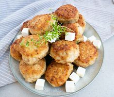 Crispy Chicken, Salmon Burgers, Mozzarella, Feta, Pizza, Ethnic Recipes, God, Garden, Handmade
