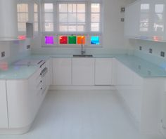 loving the glass worktop - mine would never be so tidy though...
