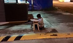 Nine-year-old Filipino pictured studying on the streets gets donations