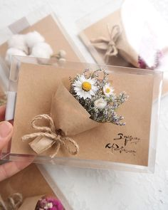 Blumenpostkarte ist im Handel erhältlich ✨ Preis . / 는 매장에서 구매 가능합니다 ✨ 가격문…. Postkarte Ist im Handel erhältlich ✨ Preis …- statement … Creative Gift Wrapping, Creative Gifts, Diy And Crafts, Paper Crafts, Gift Wraping, Diy Gifts, Handmade Gifts, Dried Flowers, Bouquet Flowers