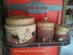 El encanto de antaño. Wood Appliques, Easy Crafts, Primitive, Purses And Bags, Needlework, Basket, Quilts, Sewing, Projects