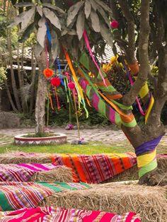Credits: Tzabar Catering y Gourmet Wedding Locations, Wedding Venues, Peru Wedding, Spanish Colors, Wedding Bunting, Spanish Wedding, Mexican Party, American Wedding, Fiesta Party