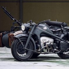 Bring on the weekend. We'll take this 1944 Zündapp from the Russian 'Motos Of War' collection. Test drives available now, apparently. Triumph Motorcycles, Vintage Motorcycles, Cars And Motorcycles, Motorcycle Equipment, Motorcycle Gear, Motorcycle Types, Harley Davidson, Motocross Shirts, Retro Vintage