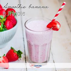 Smoothie alla fragola e banana   #danone  Ingredienti 250 g di fragole 1 banana 250 ml di latte 150 ml di yogurt 1 cucchiaio di miele