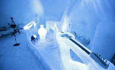 Sähkökitara on rakennettu ikään kuin jään sisään.
