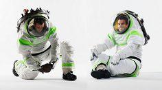米航空宇宙局(NASA)は2015年頃、映画「トイ・ストーリー」のバズ・ライトイヤーが着ていたものとおもしろいほどそっくりな宇宙服を導入する計画だ