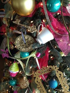 Alice in wonderland inspired christmas tree craft room secrets for my first official post im going to start with christmas makes perfect sense considering it is the middle of april right solutioingenieria Image collections