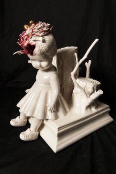 As macabras esculturas de porcelana distorcendo a inocência de crianças com muito terror de Maria Rubinke - Ninho na cabeça