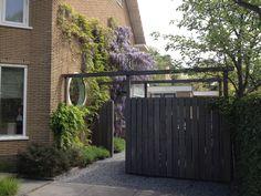 moderne tuin II - met fietsenstalling van hardhout Bike Shed, Go Outside, Fence, Gate, Garden Design, Pergola, To Go, Backyard, Cottage
