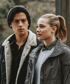 "22 curtidas, 1 comentários - entreseries (@entreseries_) no Instagram: ""Esse casal ❤ Série: Riverdale Ano: 2017 . . . #Riverdale #colesprouse #bughead #jughead"