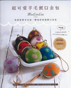 Page: 64 pages  Language: Chinese  Condition: Brand New Contents:     12 Different Kinds of Hand Felted/ Wet Felted Frame Purse.  With clear