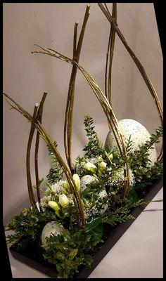 Wedding Flower Arrangements, Wedding Centerpieces, Floral Arrangements, Diy Osterschmuck, Decor Crafts, Diy Crafts, Diy Ostern, Easter Table Decorations, Easter Holidays