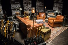 Classy at home music studio ideas for recording artists. Twenty five music studio design ideas for all up incoming artists. Feed your design ideas now. Home Music Rooms, Music Studio Room, House Music, Deco Studio, Studio Art, Rehearsal Room, Band Rooms, Recording Studio Design, Guitar Room