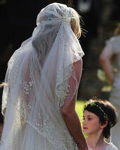 1920s style veil. LOVE.