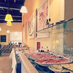 #goodmornig #goodmorningbreakfast #gutenmorgen #frühstück #buffet #buongiorno #colazione #hotelbreakfast #besthotel #beautifulhotels #beautifulplace #beautifuldestinations #charminghotel #bestholidayever #cannobio #lagomaggiore #hotelart #artist #artistpic #adrianopiu