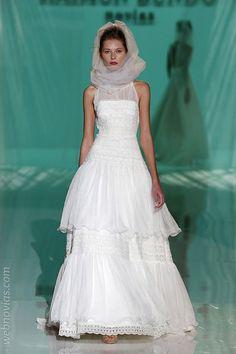 Homenaje blanco de las novias de Raimon Bundo 2018 | Blog de Webnovias      http://www.webnovias.com/blog/homenaje-blanco-de-las-novias-de-raimon-bundo-2018/