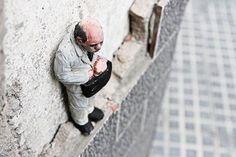 Après ses sculptures de lumières absolument magnifiques (Cement Bleak – Les sculptures de lumière), voici un nouveau projet de street art l'artiste espagno