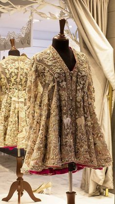 Trendy party dress pakistani formal wear Ideas - Trendy party dress pakistani formal wear Ideas Source by - Pakistani Wedding Outfits, Bridal Outfits, Pakistani Dresses, Indian Dresses, Indian Outfits, Wedding Dresses, Pakistani Couture, Pakistani Dress Design, Kebaya Dress