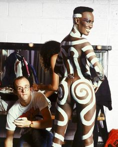 Best Keith Haring painted Grace Jones in 1985 in New York City. (Photo by Tseng … Best Keith Haring painted Grace Jones in 1985 in. Keith Haring, Haring Art, Jean Michel Basquiat, Jm Basquiat, Grace Jones, Jasper Johns, Jackson Pollock, Amy Winehouse, Josef Albers