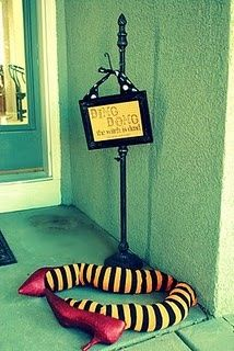 Such a fun way to decorate the porch for Halloween!