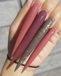 New Nail Trend: Extra Long Nails - The Glossychic Long Nail Designs, Best Nail Art Designs, Nail Polish Designs, New Nail Trends, Nail Drawing, Wedding Nail Polish, Maroon Nails, Work Nails, Nagellack Trends