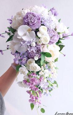 Bouquet En Cascade, Cascading Wedding Bouquets, Purple Wedding Bouquets, Wedding Flower Arrangements, Bride Bouquets, Bridesmaid Bouquets, Brooch Bouquets, Floral Arrangements, Wedding Centerpieces