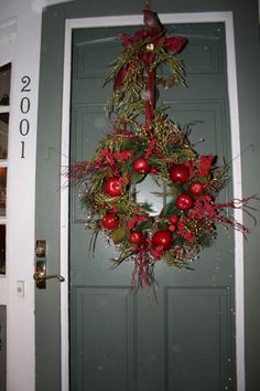 Colonial Christmas Decorating Ideas | Snowing In Milwaukee, Another Snow  Fall Just Started, Home