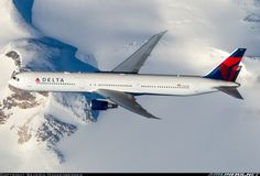 Delta Air Lines Boeing in flight over the frozen wilderness of Eastern Canada, October Taken from a Swiss International Boeing en route as from Zürich to Chicago. Domestic Airlines, Air Photo, Air Lines, How To Make Snow, Boeing 777, Civil Aviation, Commercial Aircraft, Great Pic, Cool Photos
