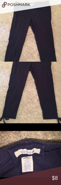 Aerie Leggings size M med medium navy blue stretch Gently worn capri style leggings from Aerie. Size Medium. Navy blue with little ties on the bottom. aerie Pants Leggings