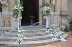 Matrimonio ataormina chiesa san pancrazio 3 Wedding Aisle Style, Wedding Scene, Wedding Flowers, Wedding Staircase, Wedding Columns, Church Flower Arrangements, Church Wedding Decorations, Wedding Crafts, Marie