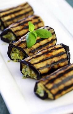 Appetizer Ideas: Grilled Eggplant Rolls-Ups with Ricotta Pesto this looks beautiful Vegetable Dishes, Vegetable Recipes, Vegetarian Recipes, Cooking Recipes, Healthy Recipes, Potato Recipes, Vegan Vegetarian, Vegetarian Canapes, Vegetarian Grilling