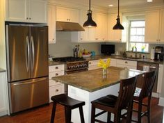 cuisine classique et réfrigérateur américain inox moderne semi encastré
