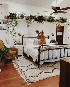 44 Incredible Apartment Bedroom Plants Ideas in 2019 Apartment Bedroom Plants Ideas Find More Inspirations on my website. The post 44 Incredible Apartment Bedroom Plants Ideas in 2019 appeared first on Welcome! Room Ideas Bedroom, Home Decor Bedroom, Bedroom Inspo, Bedroom Plants Decor, Wall Decor, Bed Room, Bedroom Furniture, Dream Rooms, Dream Bedroom