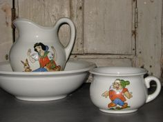 Antique Snow White and the Seven Dwarfs pitcher and bowl toy set.Egersund Fayance was the first earthenware producer in Norway. Very popular from the Snow White Characters, Snow White 1937, Seven Dwarfs, Vintage Disney, Earthenware, Scandinavian Design, 1930s, Thrifting, Disney Collectibles