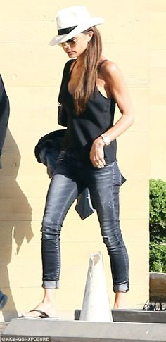 Victoria Beckham keeps it cool with David as they enjoy a lunch date in Malibu   Daily Mail Online