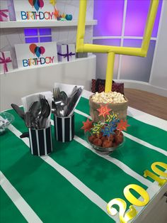 Whether you love the game or just want to be part of the action, DIY by Jane's make-it-yourself tailgate ideas will score big with your fans!