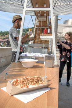 Streamlined, modern, and stacked with condiments, this designer hot dog cart is the ultimate artisanal food source. Food Stall Design, Food Cart Design, Food Truck Design, Street Food Business, Starting A Food Truck, Hot Dog Cart, Food Kiosk, Hot Dog Stand, Hot Dog Recipes