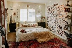 Bohemian Bedroom Decor Ideas - Discover the best ways to master bohemian space style with these bohemia-style spaces, from eclectic bed rooms to loosened up living areas. Bedroom Vintage, Modern Bedroom, Aesthetic Bedroom, Fashion Room, Dream Rooms, My New Room, Bohemian Bedroom Decor, Bohemian Room, Interior Design Living Room