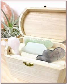 Gua Sha tools for your home care routine. Dry Feet Remedies, Skin Care Home Remedies, Skin Tightening Procedures, Oily Skin Remedy, Gua Sha Tools, Everyday Workout, Life Is A Gift, When You Were Young, Anti Aging Tips