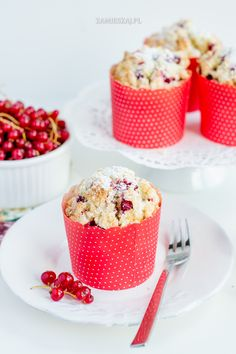 Red currant muffins with coconut Fun Food, Good Food, Currant Recipes, Brunch Recipes, Dessert Recipes, Red Currants, Raisin Recipes, Fika, Cakes And More
