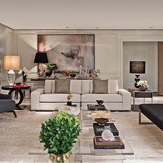 """1,640 curtidas, 25 comentários - Fabi Vilela (@fabiarquiteta) no Instagram: """"Living cheio de requinte e sofisticação by @chris_hamoui #livingroom #arquitetura #decor…"""""""
