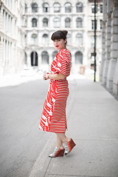 Pauline, from Pauline Fashionblog, is wearing the Petit Bateau x Satu Maaranen dress in Montreal! - http://www.petit-bateau.fr/?CMP=SOC_11732SOU=TYP=SOCKW=pinterest #petitbateau #satumaaranen #fashionblog