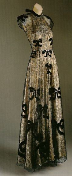 1939 evening gown by Madeleine Vionnet.