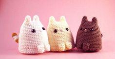 Hoy os traigo un precioso patrón de un gato amigurumi diseñado porCritter Beans (Sarah Sloyer) que