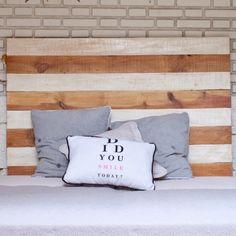 Medidas : 260€ Cabecero de cama con tablas desiguales blancas y naturales de la colección Sweet Dreams, una divertida y artística forma de dar vi...