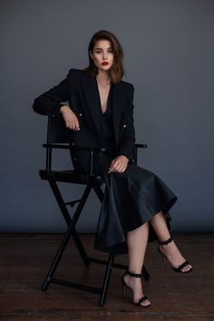 boyfriend blazer with black dress 2017 and ankle strap sandals 2017 for women Studio Photography Poses, Photography Poses Women, Fashion Photography, Business Portrait, Female Poses, Female Portrait, Adel Verpflichtet, Australian Fashion, Photoshoot Inspiration