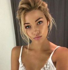 35 Simple Everyday Makeup Looks for Any Season; easy everyday makeup looks; natural makeup looks. Makeup Tips, Beauty Makeup, Hair Makeup, Hair Beauty, Makeup Ideas, Drugstore Makeup, Makeup Products, Glow Makeup, Makeup Hairstyle